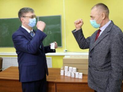 ООО «Велфарм» передал Курганскому областному центру медицины катастроф лекарственные препараты для лечения медицинских работников от коронавирусной инфекции